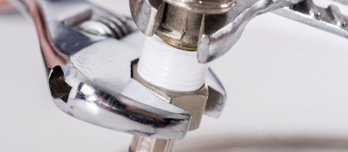réparer une fuite d'eau au niveau d'un raccord